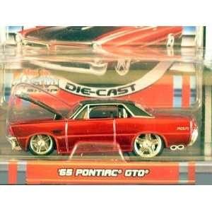 Pro Rodz Red Metallic 1965 Ponitac GTO 164 Scale Die Cast Car Toys