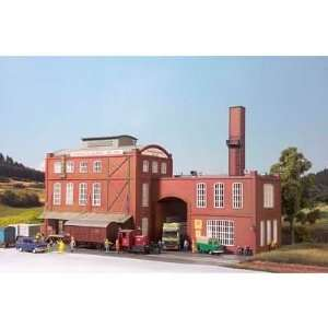WEYERMANSS MALT PLANT   PIKO HO SCALE MODEL TRAIN BUILDING