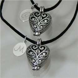 Engraved Silver Filigree Heart Locket Set: Jewelry